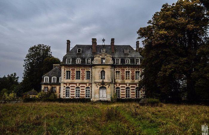 заброшенный старинный дом фото 1 (700x454, 399Kb)