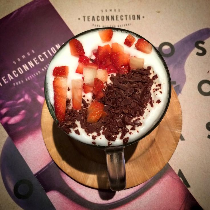 Té Blueberries+espuma+reducción de frutillas naturales+ rulos de chocolate   ,  https://www.facebook.com/teamarketcolombia/photos/a.182685991926577.1073741828.182628815265628/382837965244711/?type=1&theater