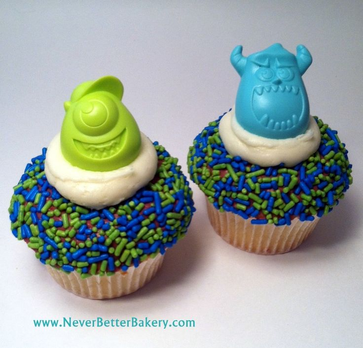 Never Better Bakery made Mike & Sully Cupcakes - Monsters University. (Disney/Pixar). These are so cute!