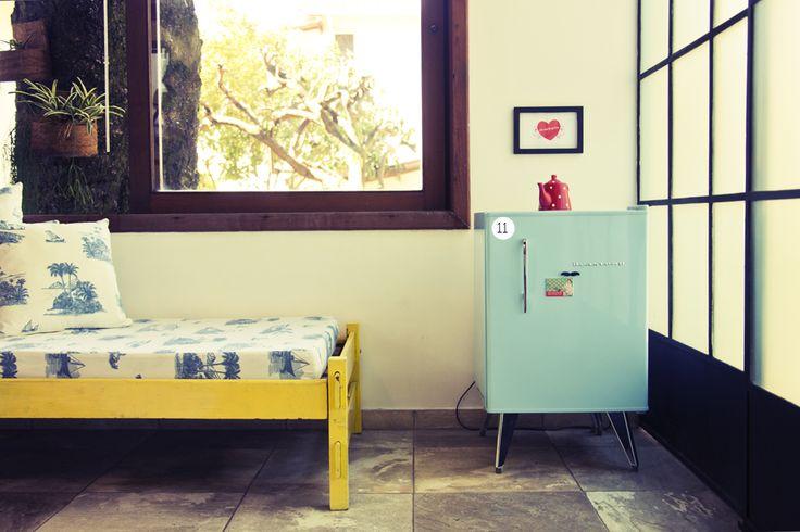 mini brastemp retro fridge (via Casa Aberta, Não Contém Glúten office}