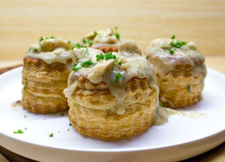 Dit is mijn beproefde recept voor heerlijke kippenragout pasteitjes. Onze persoonlijke feestdagen favoriet!