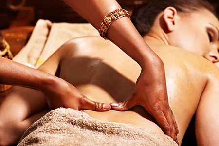 Os benefícios da Yoga Massagem Ayurvédica com a professora de Yoga e terapeuta corporal Marina Mártims. Revista Fit, por Diana Cortez