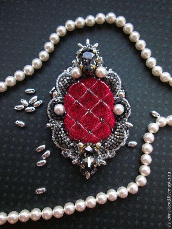 """Купить Брошь """"Silver & Red"""" - темно-серый, красный, малиновый, бордовый, брошь, серебряный"""