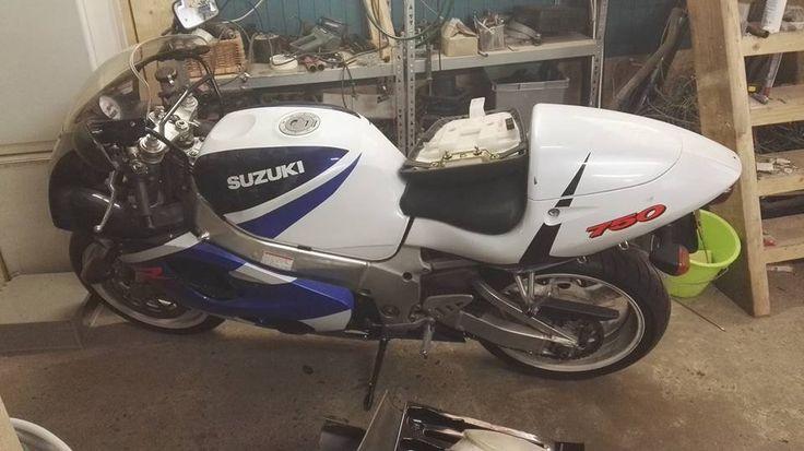 Suzuki GSX-R 750 2000 aangeboden in de Facebookgroep https://www.facebook.com/groups/motorentekoopmt/permalink/742102249297830/?sale_post_id=742102249297830 #suzuki #suzukigsxr #suzukigsxr750 #motortreffer #motorentekoopmt #motoroccasion #motoroccasions #motorverkoop #motoren #motorverkopen #motorinkoop #motorzoeken #motorenzoeken #motorzoeker #motorexport #motorimport #motorinkopen #toermotoren #racemotoren #circuitmotoren