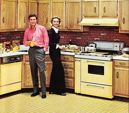 Cliff Robertson with his wife Dina Merrill in a very 70s kitchen