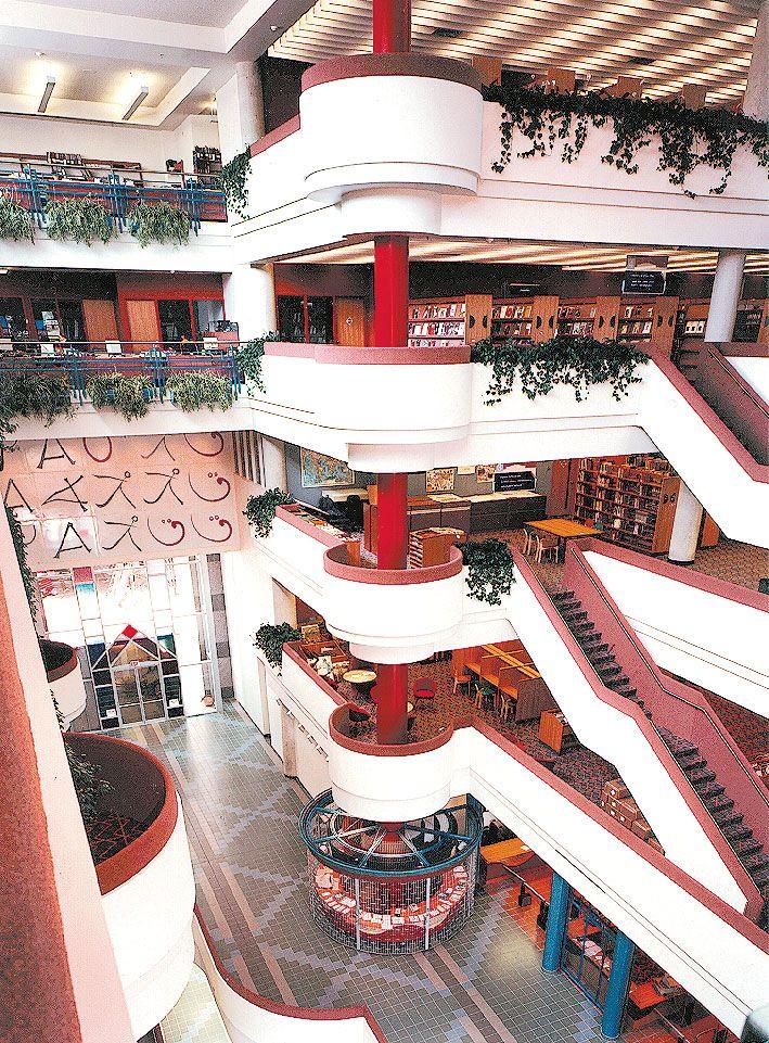 North  York Central Library Branch - Toronto Public Library 1987. Moriyama & Teshima Architects.