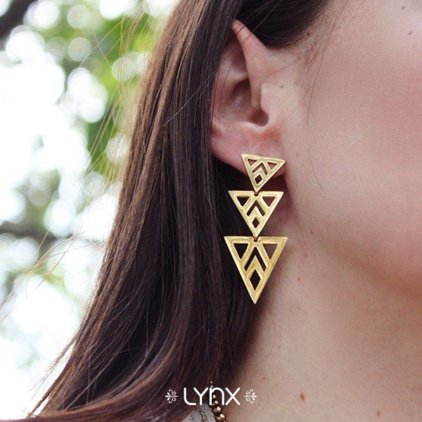 #winter #cold #holidays #snow #rain #christmas #blizzard #snowflakes #wintertime #staywarm #cloudy #holidayseason #season #nature #LynxAccesorios #jewelry #collection #earrings #geometric