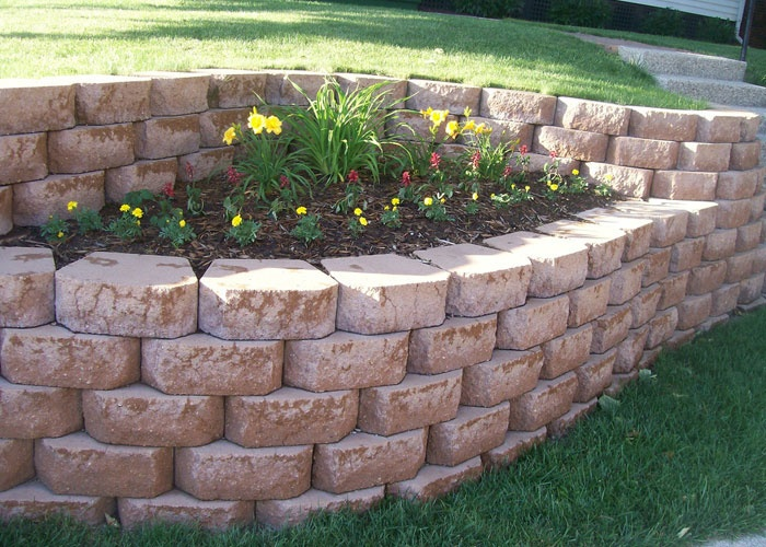 Like the two levels that curve with small flower bed