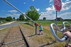 Fietsen met kinderen op oude spoorrails die niet meer in gebruik is? Ga dan draisine fietsen tussen Groesbeek en Kranenburg bij Grenzland Draisine.
