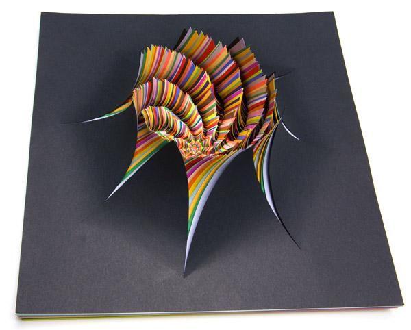 Гипнотические скульптуры из цветной бумаги