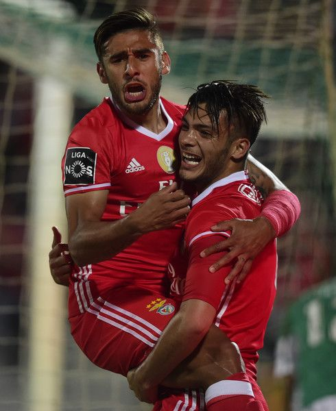 Benfica's Mexican forward Raul Jimenez (R) celebrates with teammate Argentinian forward Eduardo Salvio after scoring during the Portuguese league football match Rio Ave FC vs SL Benfica at the Rio Ave FC stadium in Vila do Conde on May 7, 2017. / AFP PHOTO / MIGUEL RIOPA