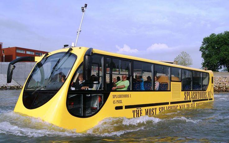 Bus die ook gewoon via het water verder kan als het korter is