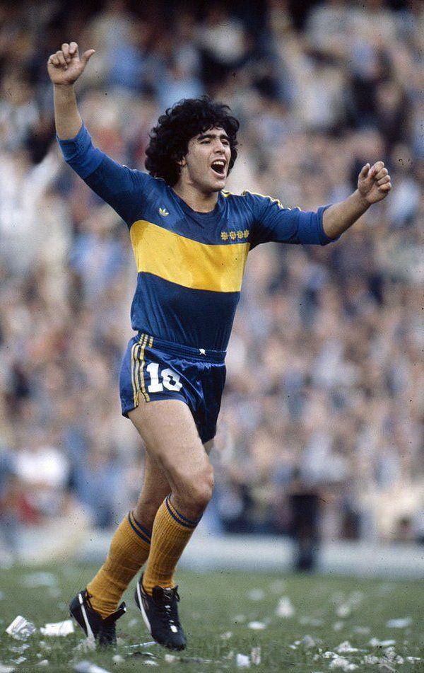 "Diego Armando MARADONA "" El PIBE de oro""; 1976–1981 Argentinos Juniors ARG, 1981–1982 BOCA JUNIORS ARG, 1982–1984 Barcelona SPA, 1984–1991 Napoli ITA, 1992–1993 Sevilla SPA, 1993–1994Newell's Old Boys ARG, 1995–1997 BOCA JUNIORS ARG"