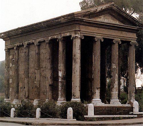 Templo de Portunus, fondo podemos distinguir o campanario de la iglesia Santa María de Cosmedin, Roma Italia.