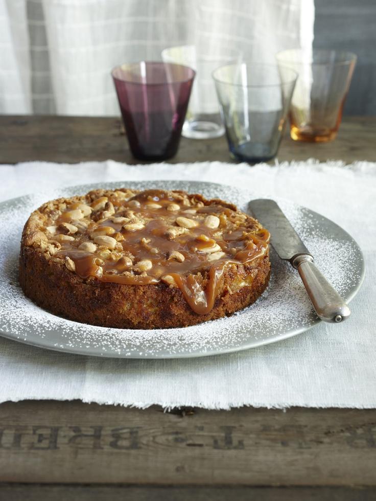Kinuskilla aateloitu omenakakku: http://www.dansukker.fi/fi/resepteja/kinuskilla-aateloitu-omenakakku.aspx  Tätä kakkua kelpaa tarjota vaikka kuninkaallisille!    #omenakakku #omenapiiras #omenapiirakka #kakku