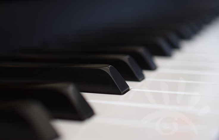 Piano, een piano is een slag, toets en een snaarinstrument, en heeft 88 toetsen. De piano is tussen 1698 en 1709 door Bartolomeo Cristofori in Florence uitgevonden. http://markrademaker.nl/portfolio_zwart_wit_fotografie.htm