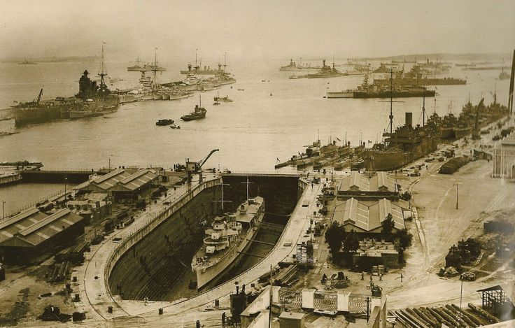 Gibraltar 1931. Destroyer in Dock.