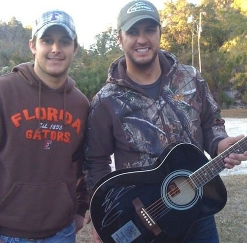 Easton Corbin and Luke Bryan. Two of my most favorite men in the whole wide world! ;) I mean just look at them! I met Easton a couple years ago and one of the sweetest men I've ever met!