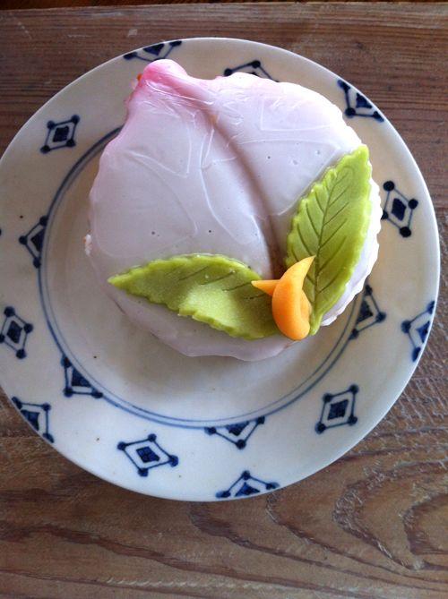 長崎の桃カステラ。