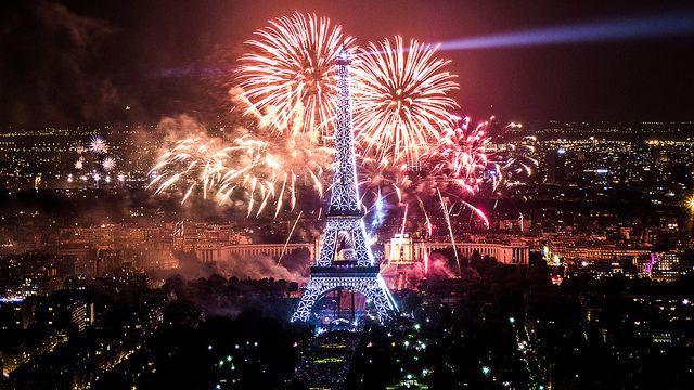 feu d'artifice du 14 juillet 2013 sur le sites de la Tour Eiffel et du Trocadéro à Paris vu de la Tour Montparnasse - Fireworks on Eiffel Tower   Flickr - Photo Sharing!