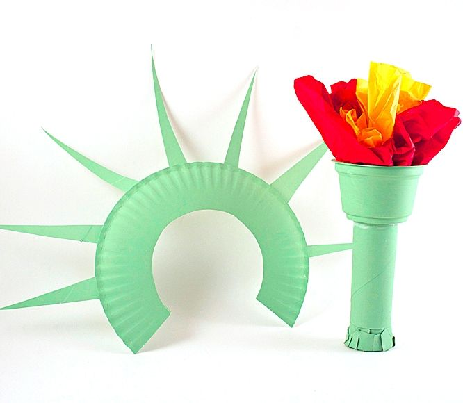 She's the symbol of freedom for our country, and great for wearing to 4th of July parties and parades. Dress up as the Statue of Liberty with your kids! #kidcrafts