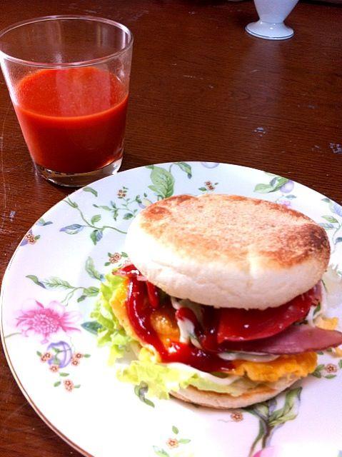 遅く起きた朝に少しボリューミーなマフィンが食べたくて作りました - 15件のもぐもぐ - ベーコン&エッグマフィン by yumi