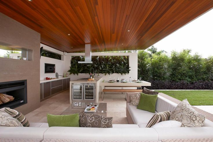 Covered outdoor kitchen with a remarkable polished ceiling - Decoist