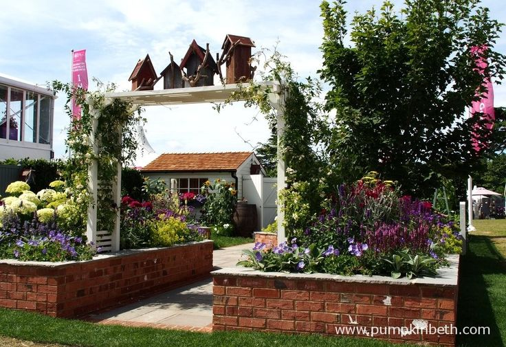 A Garden For Every Retiree, designed by Tracy Foster and sponsored by Just Retirement at the RHS Hampton Court Palace Flower Show 2015.