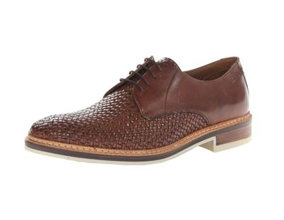 An upper crafted of rich leather in stone with contrasting textures give this men's lace-up shoe a look that's elegant and easy to wear.