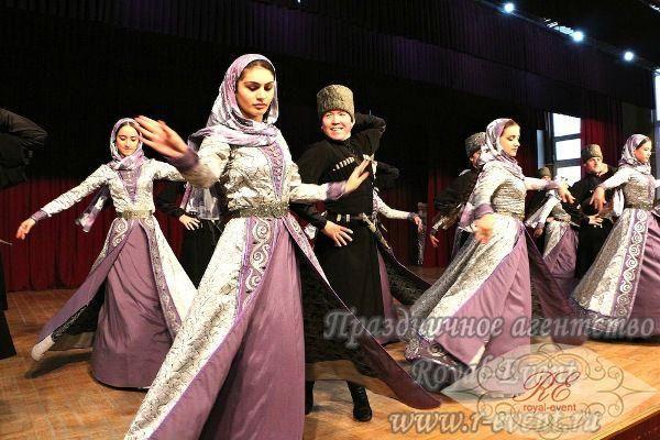 Чеченские танцевальный костюм