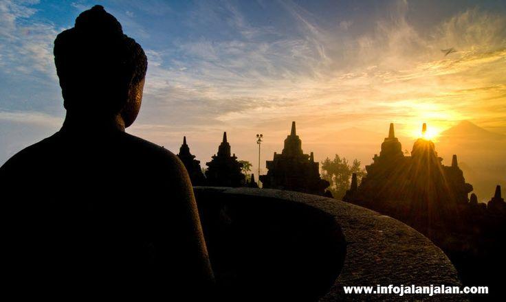 Indonesia Sunrise - Borobudur Temple Central Java http://infojalanjalan.com/tempat-favorit-menikmati-pemandangan-matahari-terbit-indonesia-sunrise