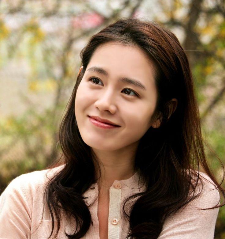 Son Ye-jin (손예진) - Female - 1982/01/11