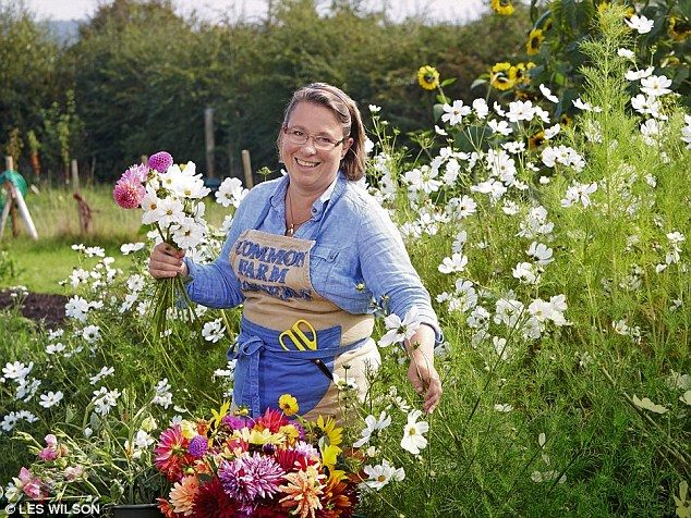Backyard Flower Farmer : Georgie picks flowers in Common Farm Gardens