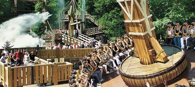 uinrell adalah sebuah taman hiburan yang terletak di Wassenaar, Belanda. Selain Roller Coster dan wahana air, Duinrell juga memiliki tempat untuk camping dan mobil karavan. Taman hiburan yang dibuka pada tahun 1935 ini diklaim memiliki seluncuran air terpanjang di Belanda.