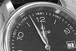 Im Urheberrecht und Wettbewerbsrecht wird bei Verstößen regelmäßig die Abgabe einer strafbewehrten Unterlassungserklärung innerhalb einer meist kurz gesetzten Frist gefordert.  Eine zu kurz gesetzte Frist von wenigen Stunden ist jedoch für den Abgemahnten nicht verbindlich, stattdessen beginnt eine angemessene Frist zu laufen.