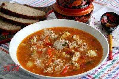 Томатный суп с курицей и рисом