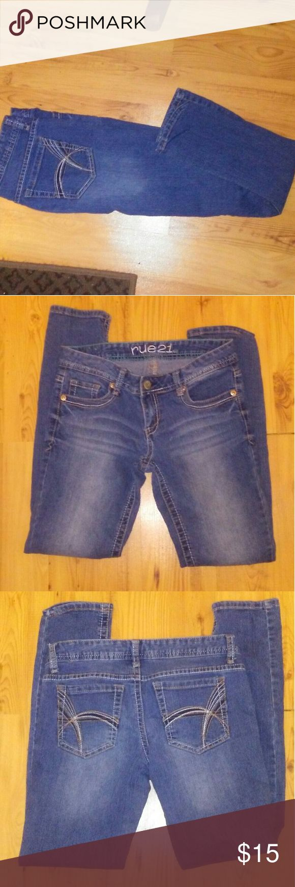 RUE 21 low rise skinny jeans Gently used Rue 21 jeans. Rise 7 inches waist 30 inches inseam 28 inches leg opening 11 inches Rue21 Jeans Skinny