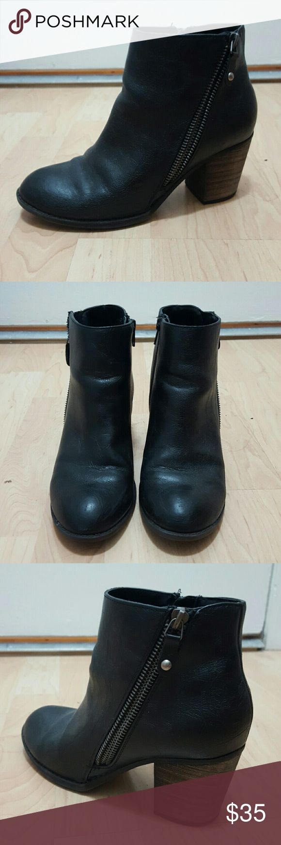 Diba Pilot Bootie Black booties with zipper detail on outside. Very good condition! Worn for less than a year Diba Shoes Ankle Boots & Booties