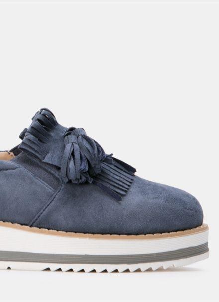Klasyczne mokasyny na platformie, ideał na nadchodzącą wiosnę. Twoje nogi pokochają te buty, a codzienne stylizacje nabiorą casualowego szyku. Model Montana to królowa wygody, buty są wykonane z wysokiej jakości zamszopodobnego materiału, są bardzo miękkie i wygodne. Stabilna platforma zapewnia komfort. Noski są lekko zaokrąglone, wkładki wykonane z naturalnej skóry. Wysokość platformy około 3 cm. Buty są bardzo wygodne w zakładaniu, Twoje stopy po prostu się w nie wślizgują się. Klasyczna…