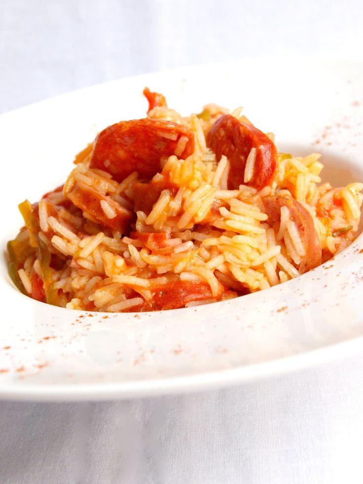 Jambalaya, ou Jumbalaya, est un mot très utilisé en musique et en cuisine. En cuisine, il recouvre une multitude de recettes de viandes à base de riz, toutes très épicées, telles que le « riz créole Jumbalaya » avec du jambon et des saucisses, des gambas...