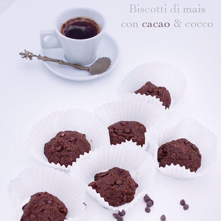 Biscotti al cocco e cacao. Choco-coco biscuits http://blog.giallozafferano.it/incucinaconilnaturopata/crostata-ai-frutti-bosco-ricetta-vegan/