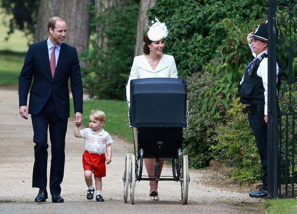Принц Уильям, Кейт Миддлтон и принц Джордж на крестинах принцессы Шарлотты