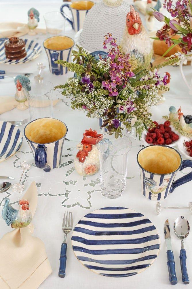 Mesa de café da manhã com detalhe precioso do porta-guardanapo da coleção Galo by Vestindo a Mesa e guardanapo Couvert!