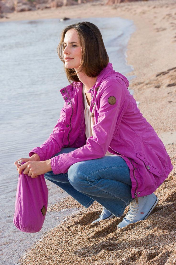Draußen spielt das Leben. Bunt wird es mit dieser Outdoor-Jacke. Tolle Farbe!