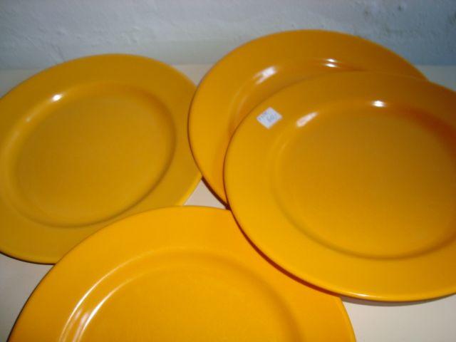 Rosti Danish design retro plates from the 60s in melaminplastic. #Rosti #60s #melamin #kitchenware #Danish #dansk #design. From www.TRENDYenser.com. SOLGT.