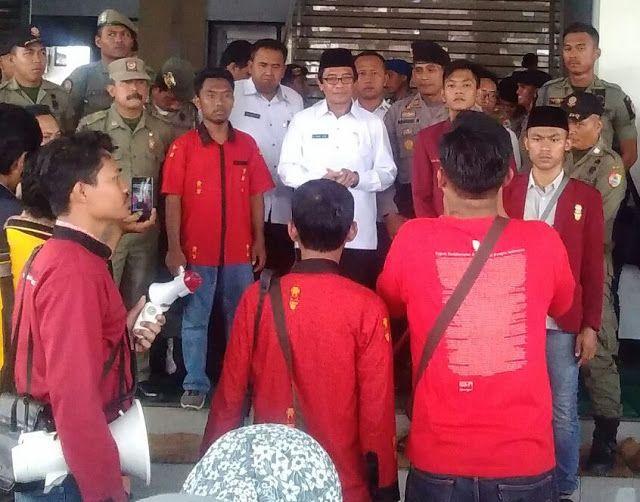 Kecam Isu Makar Dan Tuntut Penegakan Hukum Mahasiswa Muhammadiyah Turun Jalan #IMM khazanah Mahasiswa Muhammadiyah muda mudi