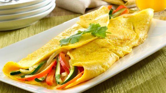 ¿Quieres un desayuno lleno de proteína y verduras? Esta Omelet De Verduras Tamaño Familiar es una opción súper completa para tu familia. Omelete de vegetales + omelete para el desayuno + recetas de desayuno + breakfast recipes + delicious breakfasts +breakfast omelettes