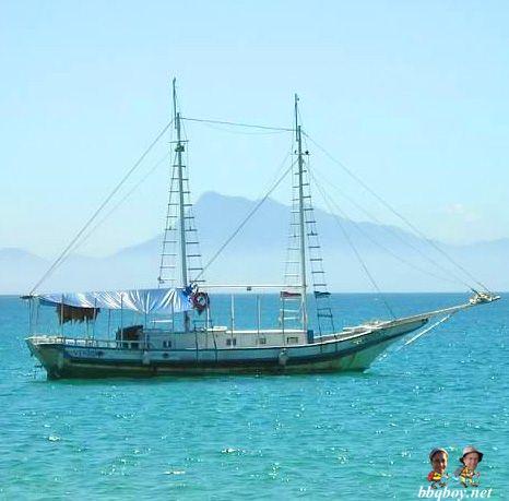 Boat off Ilha Grande, Brazil. More on this beautiful island: http://bbqboy.net/ilha-grande-paraty-brazil-beaches-hikes-beautiful-scenery-and-more-unfriendly-people/ #ilhagrande #brazil