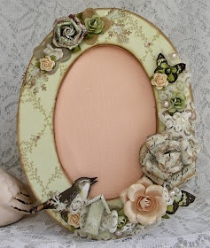 life as a scrapper: Dressed up pic frame