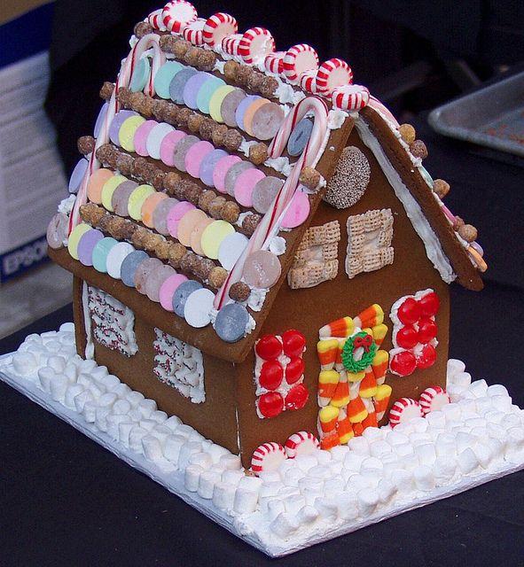 Casetta di Natale in Pan di Zenzero fatto con il Bimby: LEGGI LA RICETTA ► http://www.ricette-bimby.com/2012/12/casetta-pan-di-zenzero-bimby.html